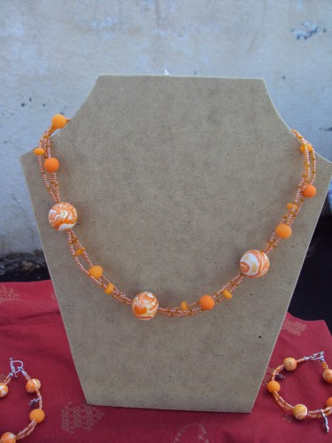 brocante,collier,orange